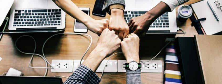 Zusammenarbeit zwischen der IT- und Fachabteilung