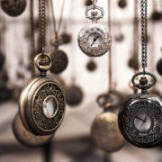 Automatische Merkmalsbeziehungen für Zeitmerkmale in SAP BW